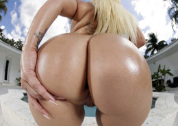 Big ass milf Nina Kayy solo in the..